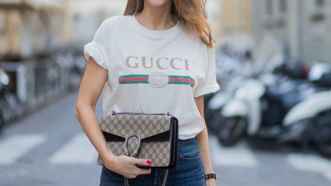 GUCCI ロゴTシャツ