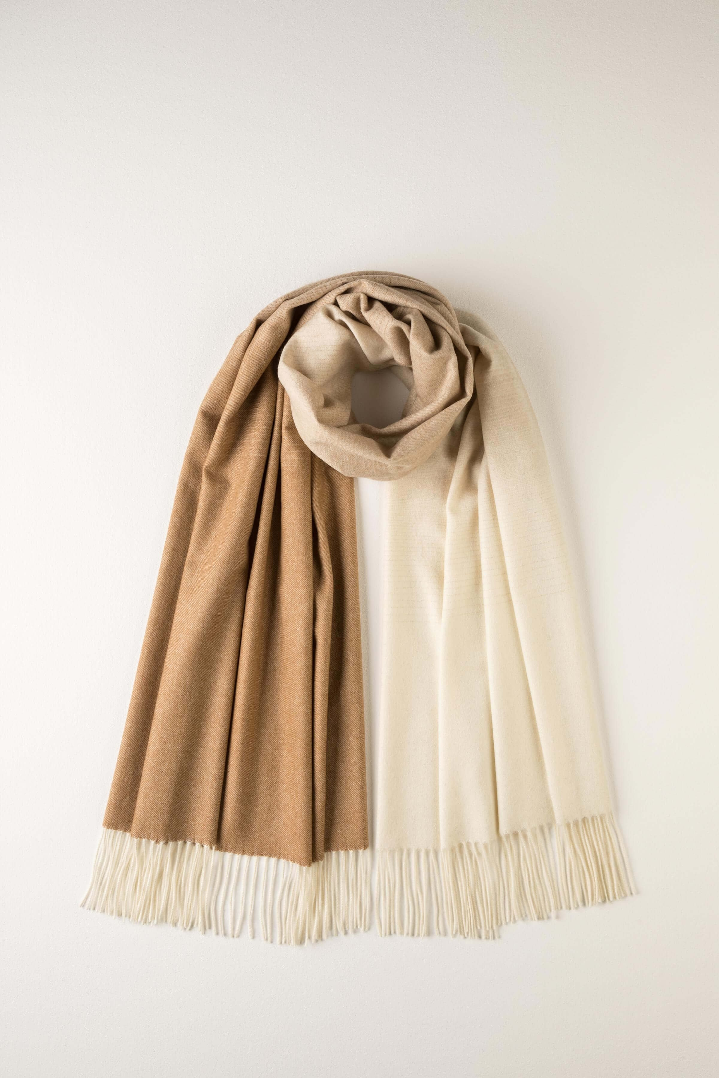 Johnstons(ジョンストンズ)NATURAL OMBRE CASHMERE STOLE
