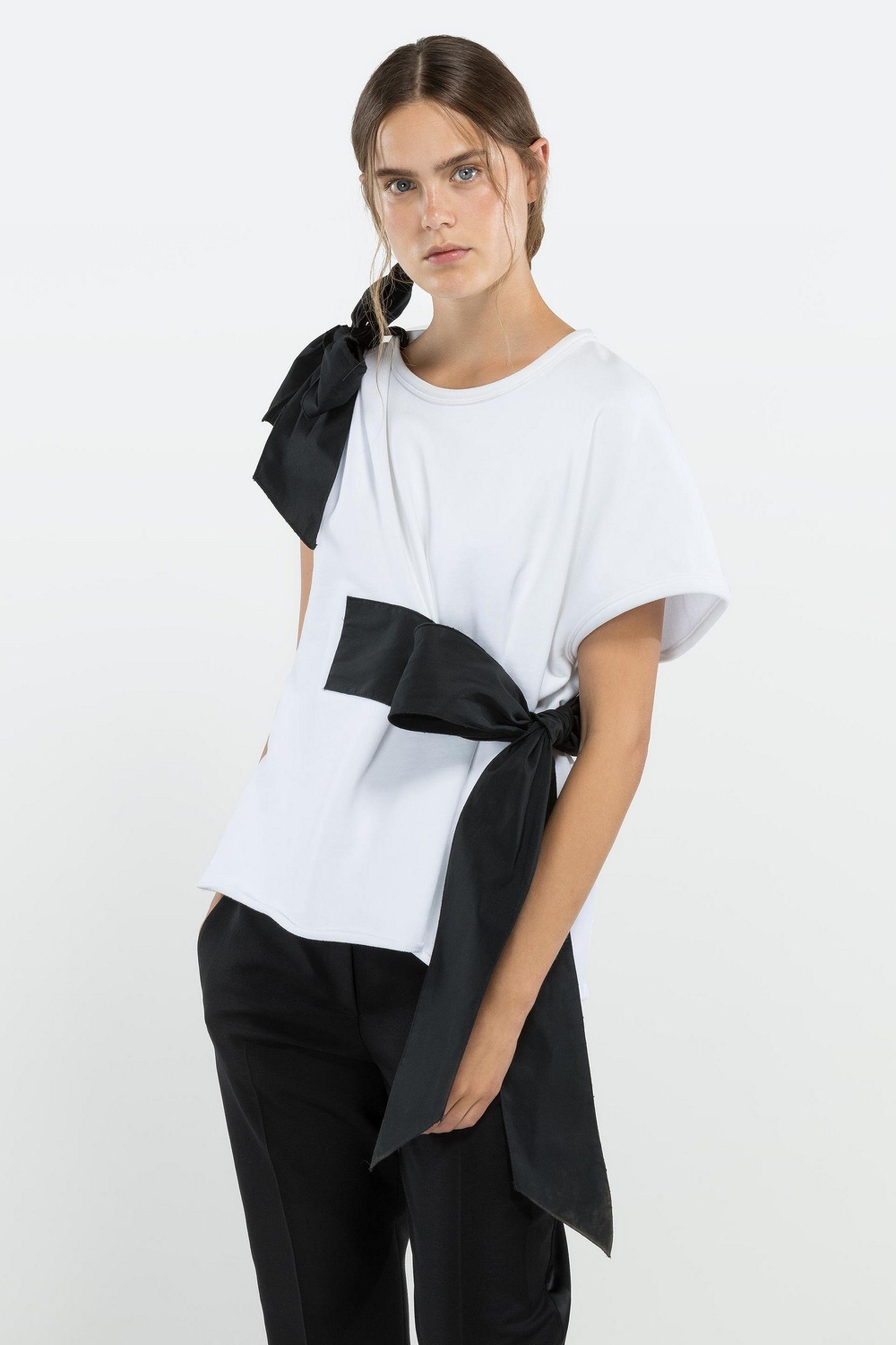 no21-asymmetric-ribbon-tie-sweatshirt_13147171_15512563_2048