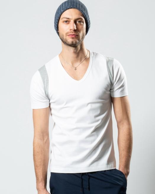 やっぱり頼りになるのはシンプルTシャツ!メンズのクールなスタイリングをチェック!