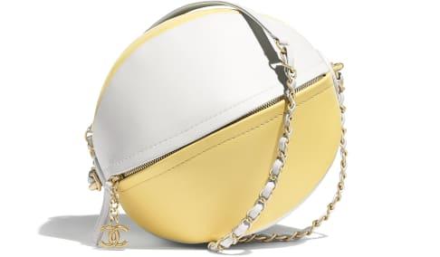 夏に持ちたい!女心くすぐるキュートな形のバッグ♡