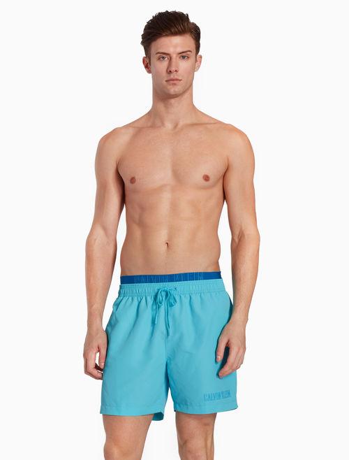 オシャレな水着で夏を楽しむ
