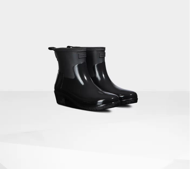 hunter rain boots.png5